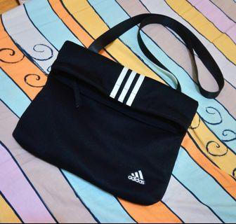 🎶正版 🎌 日本帶回 日系 moussy x adidas 愛迪達 聯名 黑色 三槓 信封包 側背包 斜背包 街頭 潮流 復古
