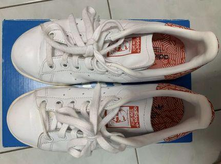 Adidas Stan Smith (Cracked Shoes)