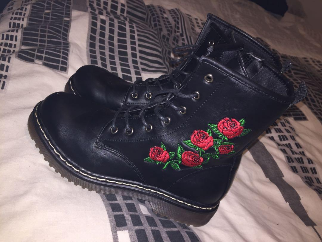 Doc marten look a like rose boots