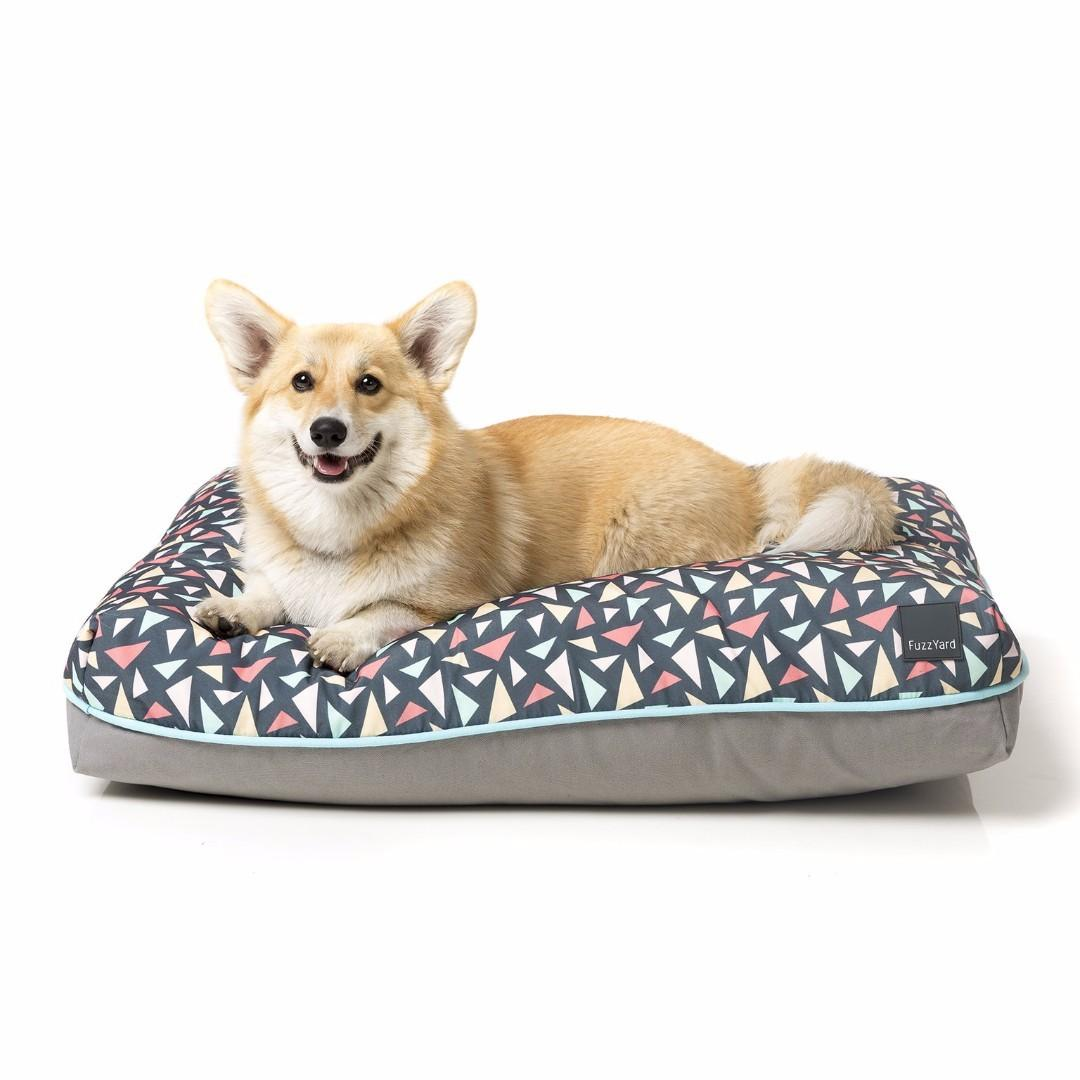 Fuzzyard Big Dreamer Pet Bed/Pillow (Rad Design) Medium Size, comes FREE with an EXTRA mattress cover (Self-made) - Used but Good Condition