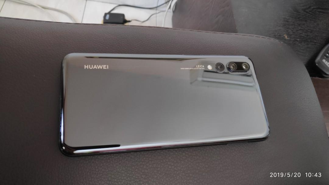 HUAWEI P20 PRO 6GB 128GB with full accessories