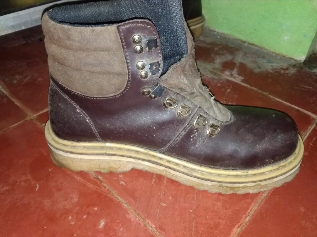 Sepatu booth