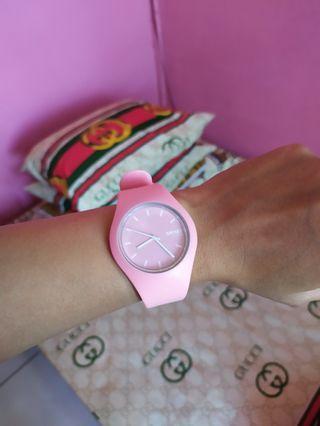 Jam wanita pink
