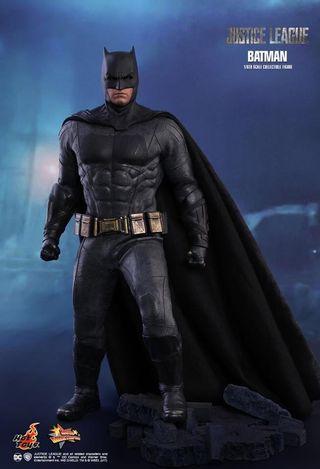 HOTTOYS JUSTICE LEAGUE BATMAN (NORMAL VERSION)