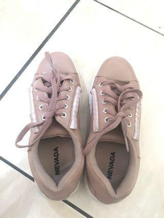 Sneakers/Sepatu Nevada