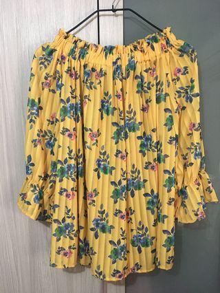 黃色碎花平口上衣