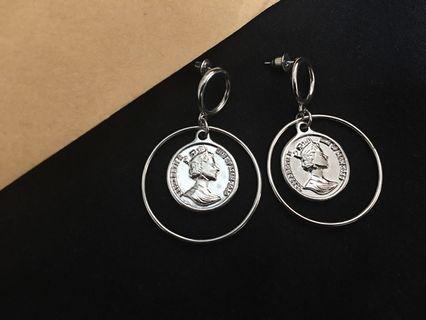 銀色硬幣浮雕人像耳環