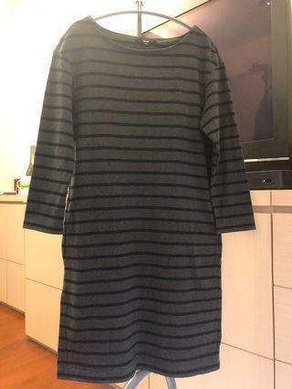 Uniqlo M號深灰藍橫條紋七分袖T shirt 洋裝