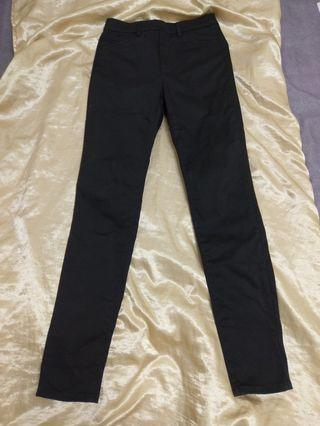 Uniqlo反光/不彈/黑長褲