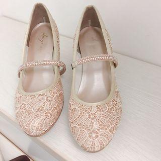 日本品牌nice claup🇯🇵製的米色蕾絲中跟鞋37號