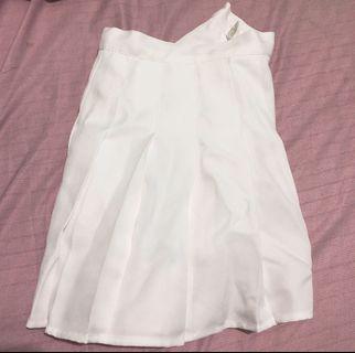 XL號白色百褶裙