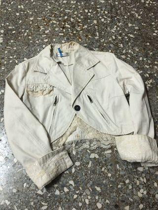 日本製米色蕾絲邊短版外套