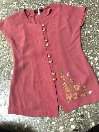 玫紅色復古方領長版上衣