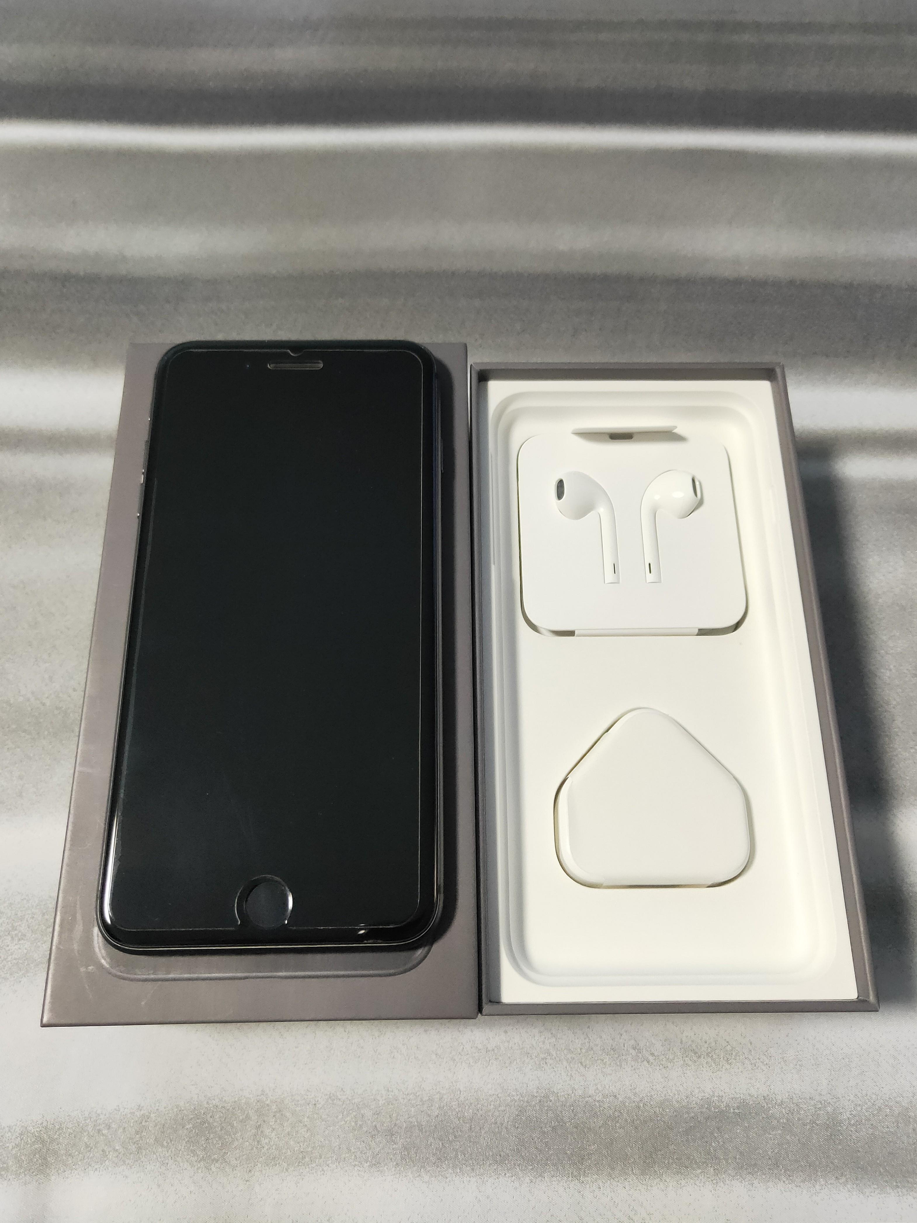 iPhone 8 Plus 64GB - Space Gray (Used)