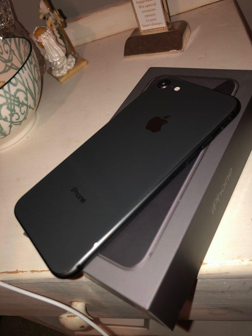 iPhone 8 space grey 64GB mint condition & unlocked