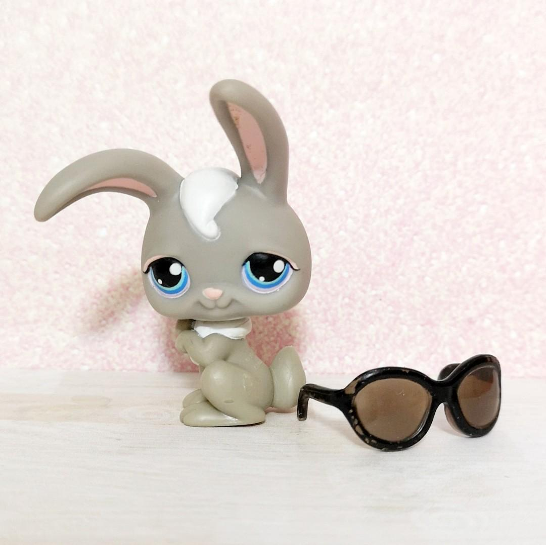 Littlest Pet Shop lps grey bunny rabbit with sunglasses