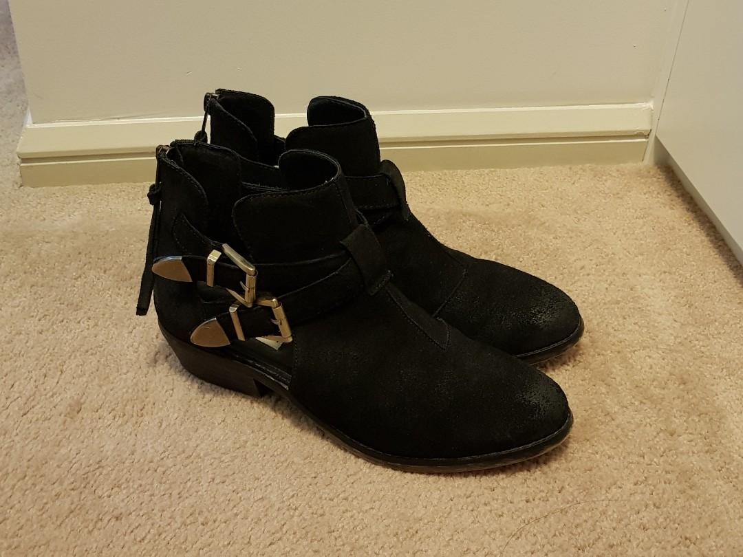 Steve Madden Black Cinch Ankle Cut Oit Boots | Size 8