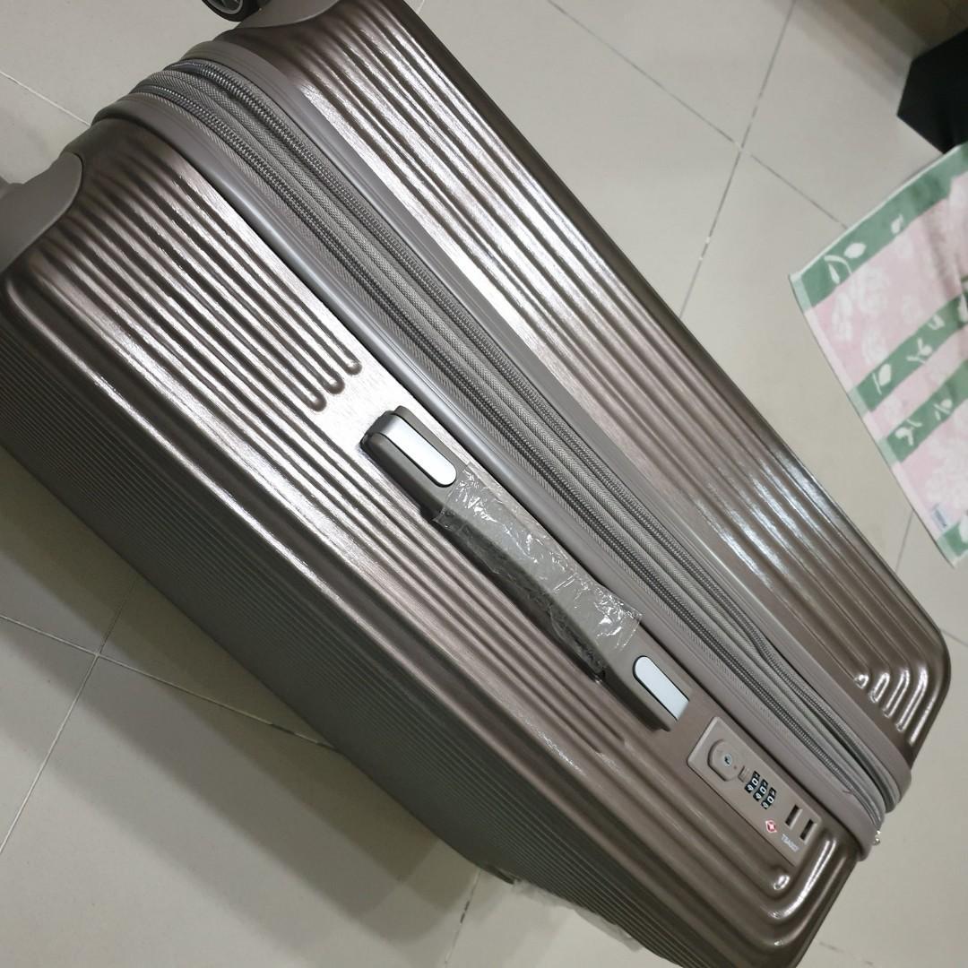 Sulwhasoo luggage 26 inch. Rose gold