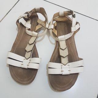 Sepatu Sandal Hush Puppies Putih size 40