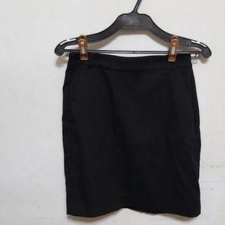 顯瘦黑色窄裙