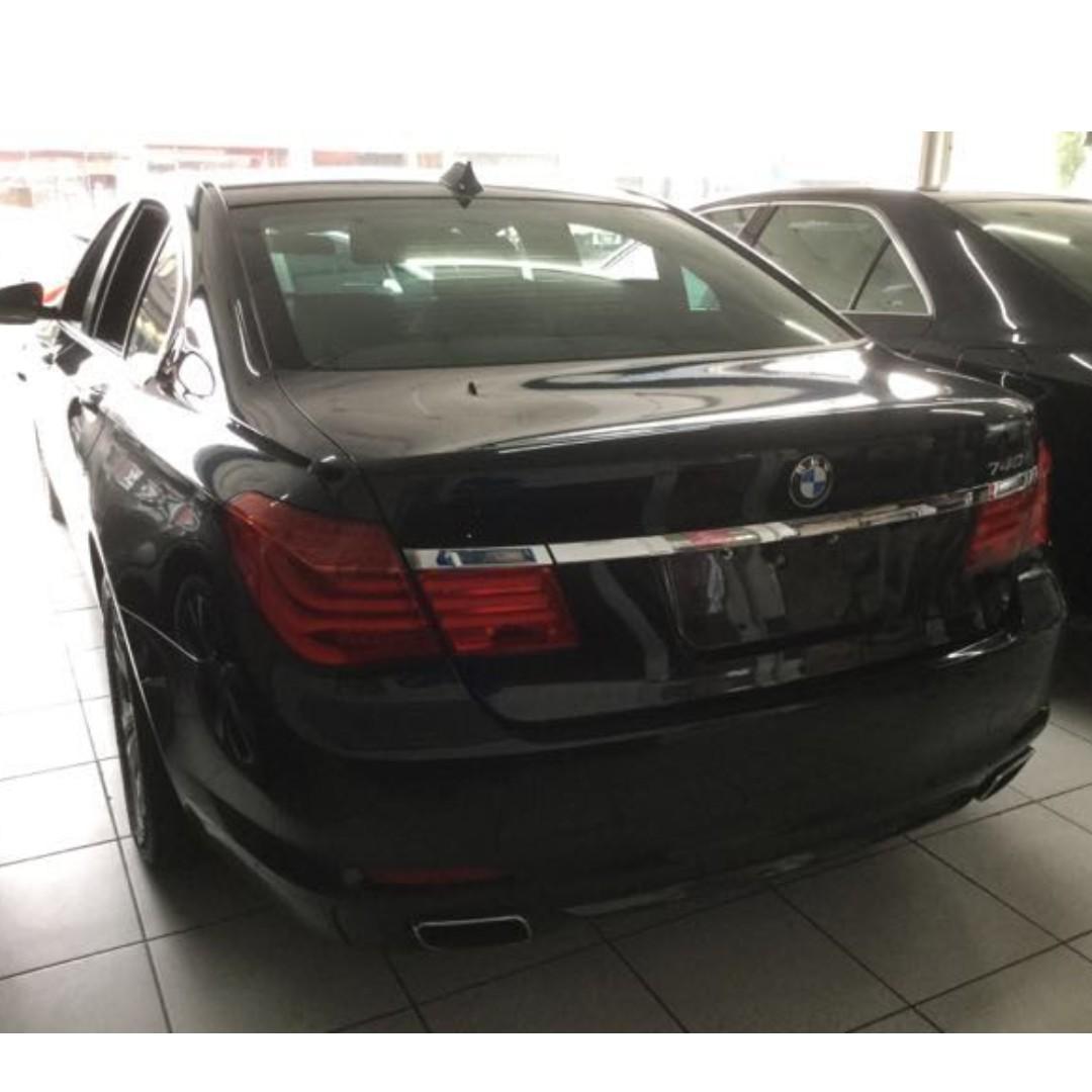 2010年 BMW 740I