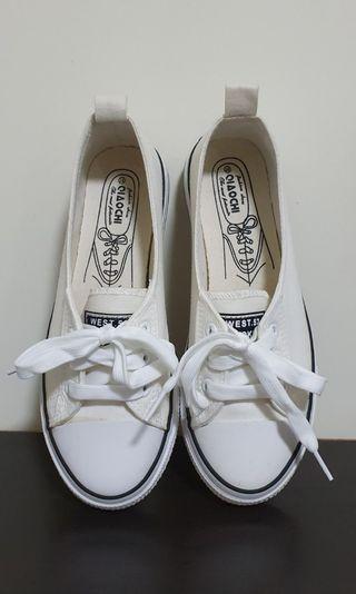 White sneaker flats vulcanized rubber soles