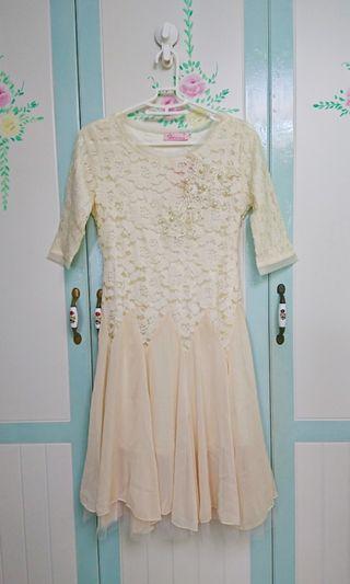 全新米色蕾絲洋裝
