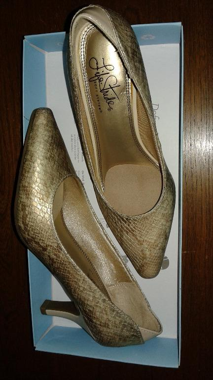 "BRAND NEW - LIFE STRIDE ""SOFT SYSTEM"" SHOES PUMPS - KLARISSA - ""GOLD TAUPE SNAKE"" - SIZE 6M - (Original price $90) -Asking $55 or Best Offer"