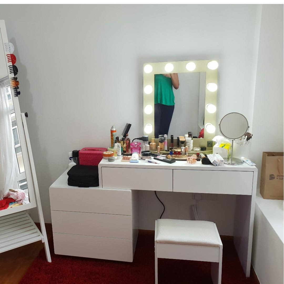 Professional Makeup Dressing Table