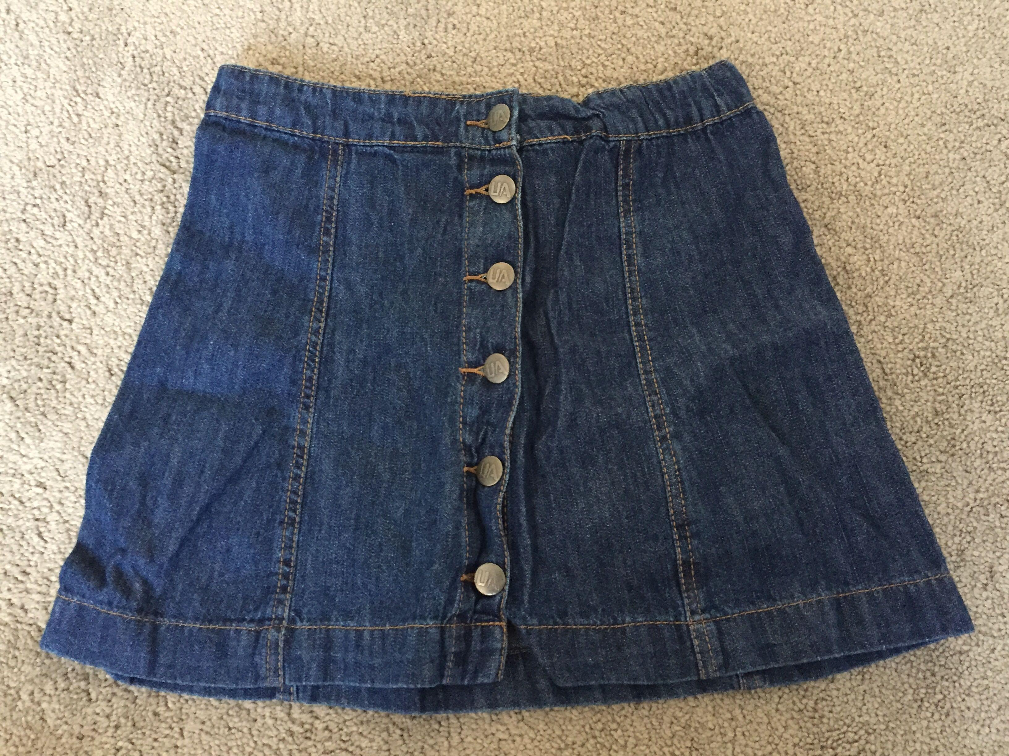 Size 6 denim button down skirt excellent condition