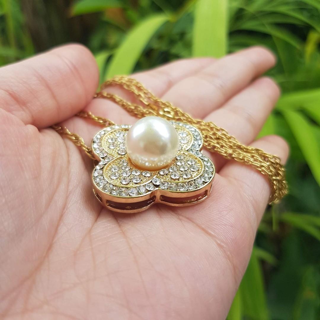 Vintage gold plate necklace