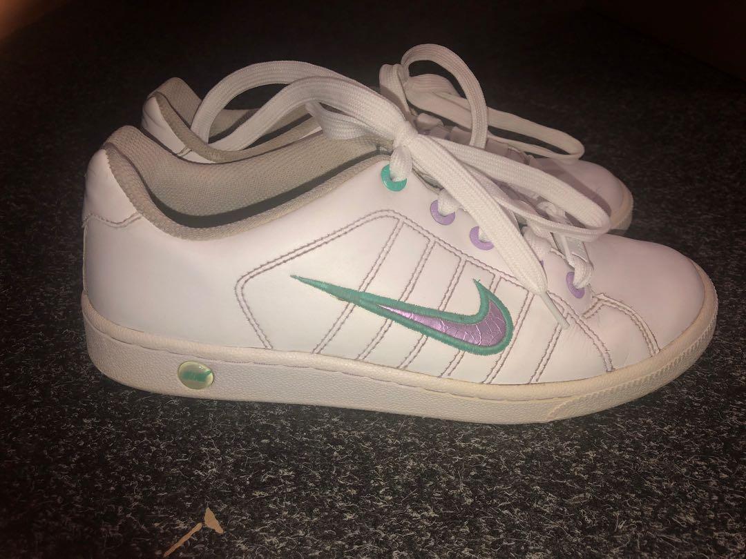 Vintage Tennis Court Nike's