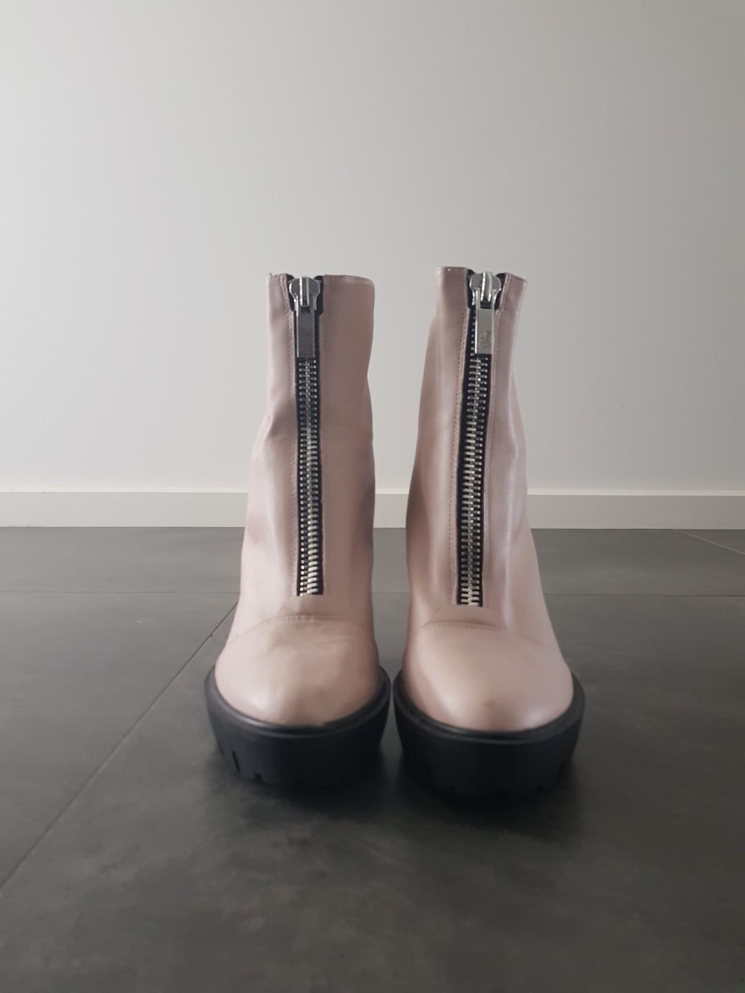Wittner Pale Pink Boots. Great condition. Size 9/40
