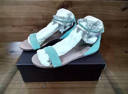 Kallisté 36全新TiffanyBlue湖水綠真麂皮飾水晶金屬三角腳鍊環涼鞋$LV$CHA NEL$GU CCI