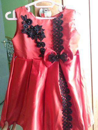 Gaun merah lucuu