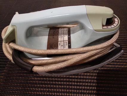 National Panasonic Dry Iron Non-Stick 1.6Kg 1,000 Watts