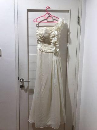 White Long Dress Prewedding #maugendongan