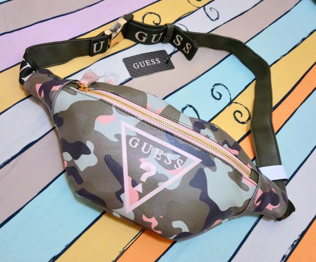 🉐🎏正版 JP 日本帶回 GUESS 日系 綠色x粉色 迷彩 皮革 小包 斜背包 側背包 腰包 潮流 復古 歐美