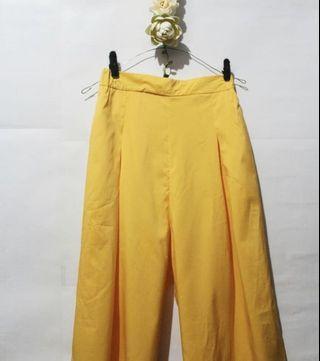 黃色方褲/裙褲