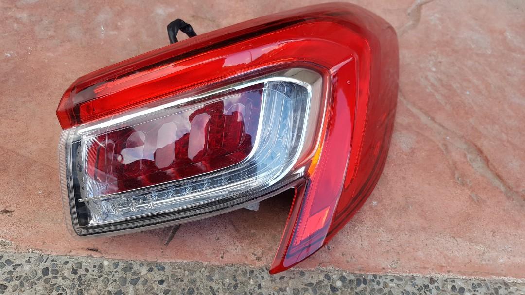 2016年LUXGEN S5尾燈零件各一顆外側2邊2000/個