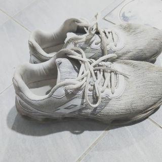 鞋子250。27.5號