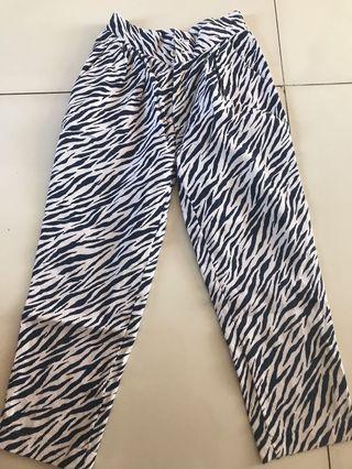 Celana motif zebra