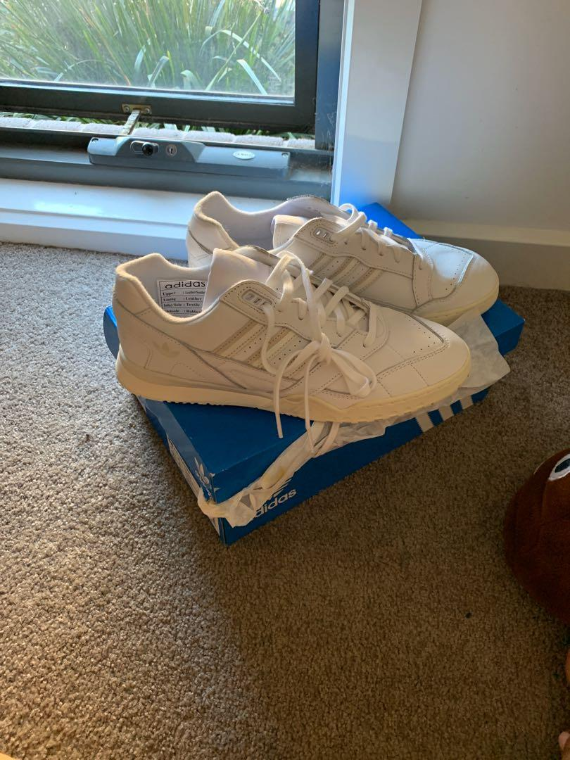 Adidas white sneakers casual men and women unisex size 8.5-9