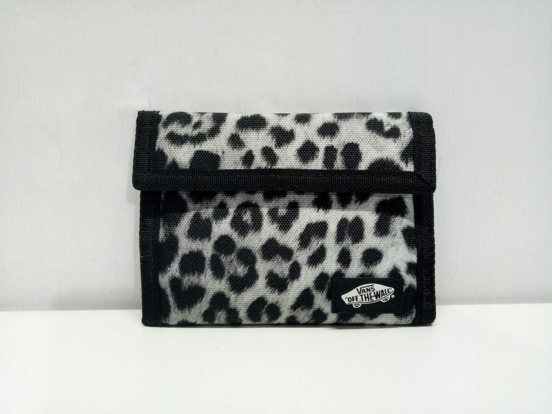 Dompet Vans Off the wall slipped trifold snow leopard wallet