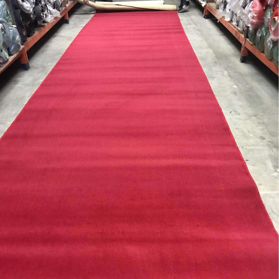 Red carpet / rug
