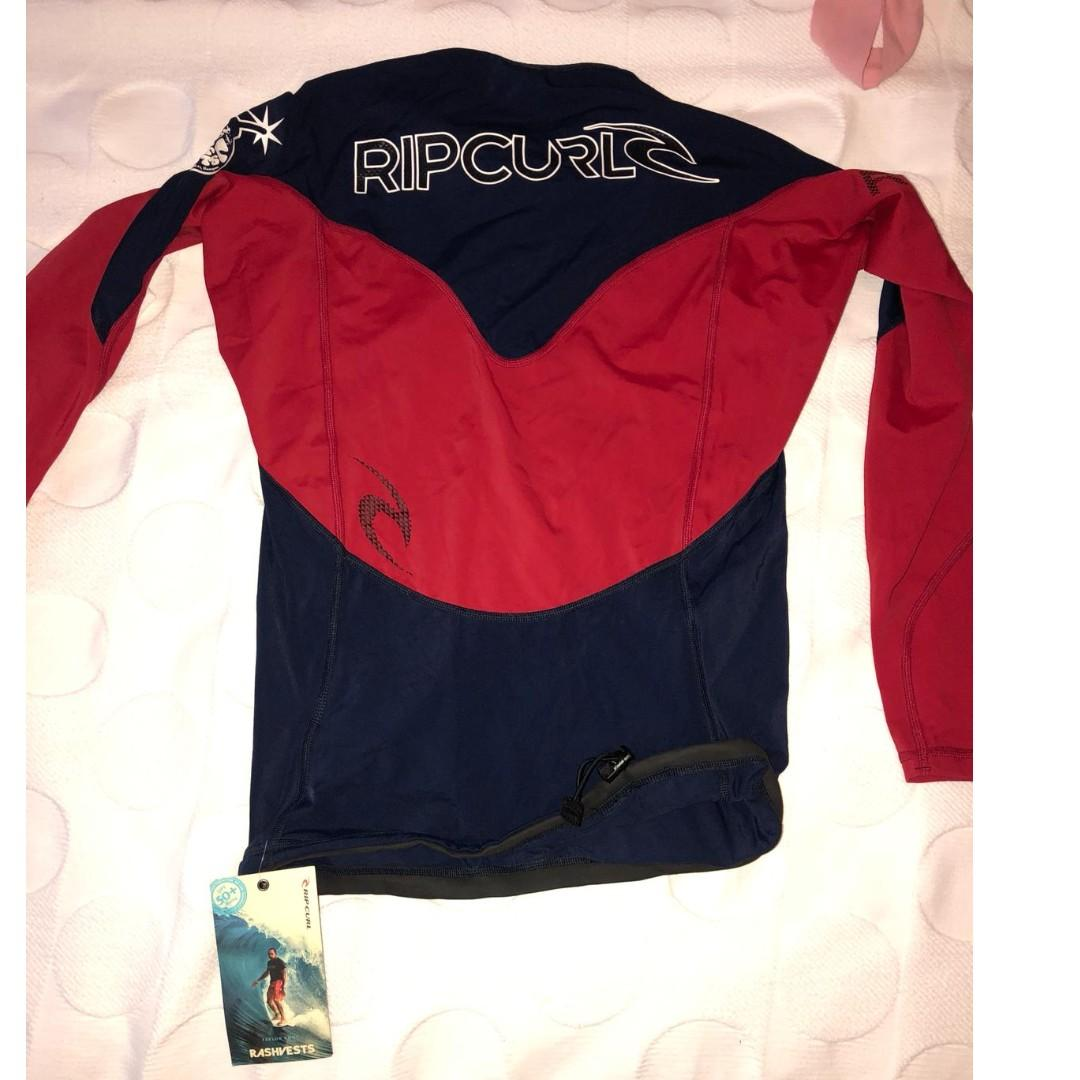 Ric Curl surfing top