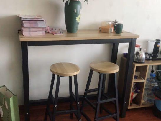Walnut Bar table with 2 matching stool set (in stock)