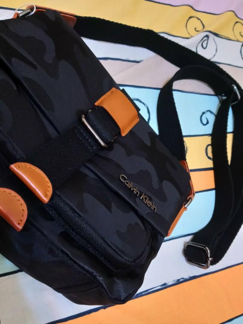 現貨0🎶正版 🎌JP 日本帶回 日系 Calvin Klein 黑色迷彩 防水尼龍 小方包 斜背包 側背包 復古 潮流 街頭 CK
