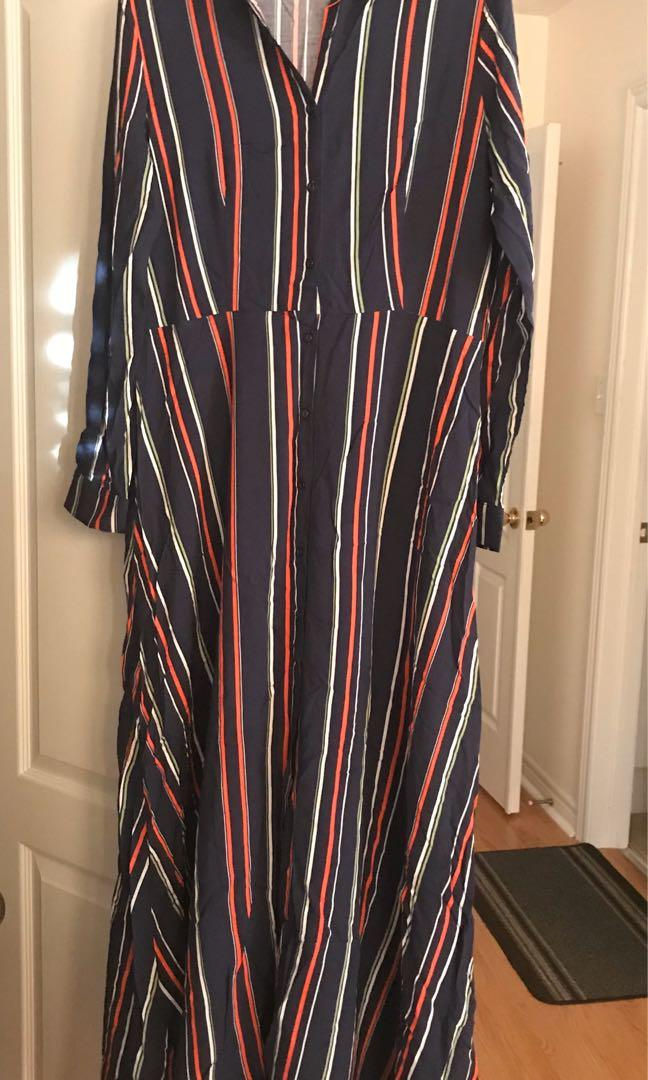 Long/full sleeve button-up flowy maxi dress with collar and buttoned sleeves