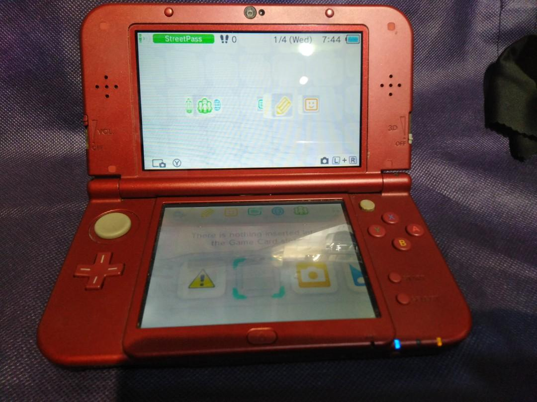 New Nintendo 3DS XL with game of choice